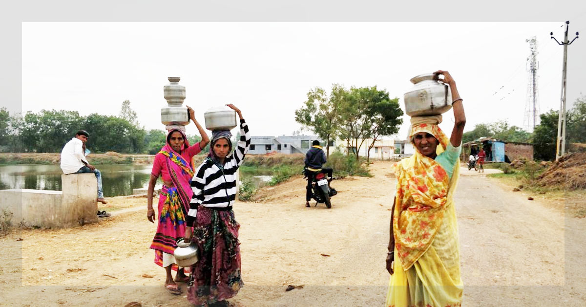 http://www.meranews.in/backend/main_imgs/1(1)_in-smriti-iranis-model-village-dalits-use-a-separate-well-skill-centre-gathers-dust_5.jpg