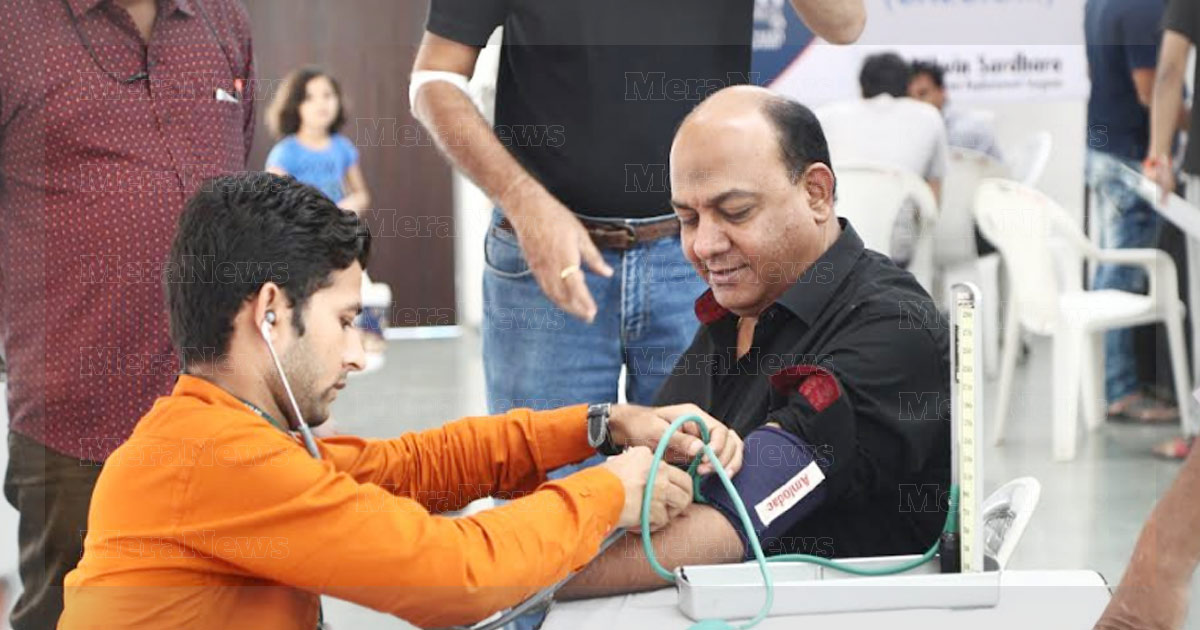 http://www.meranews.in/backend/main_imgs/EMF-Gujarat-conducts-Blood-Donation1_emf-gujarat-conducts-blood-donation-health-check-up-camp_0.jpg