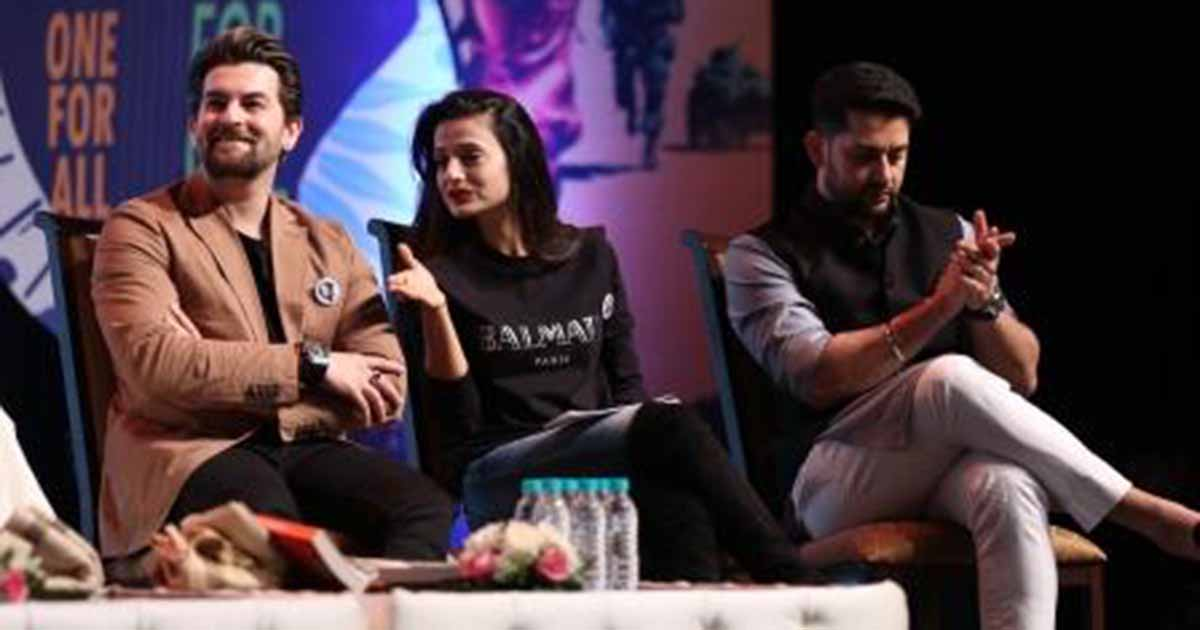http://www.meranews.in/backend/main_imgs/NielNitinMukesh,AmishaPatelandAftabShivdasani(fromlefttoright)_army-heroes-martyrs-felicitated-at-event-showcasing-their-untold-stories_0.JPG