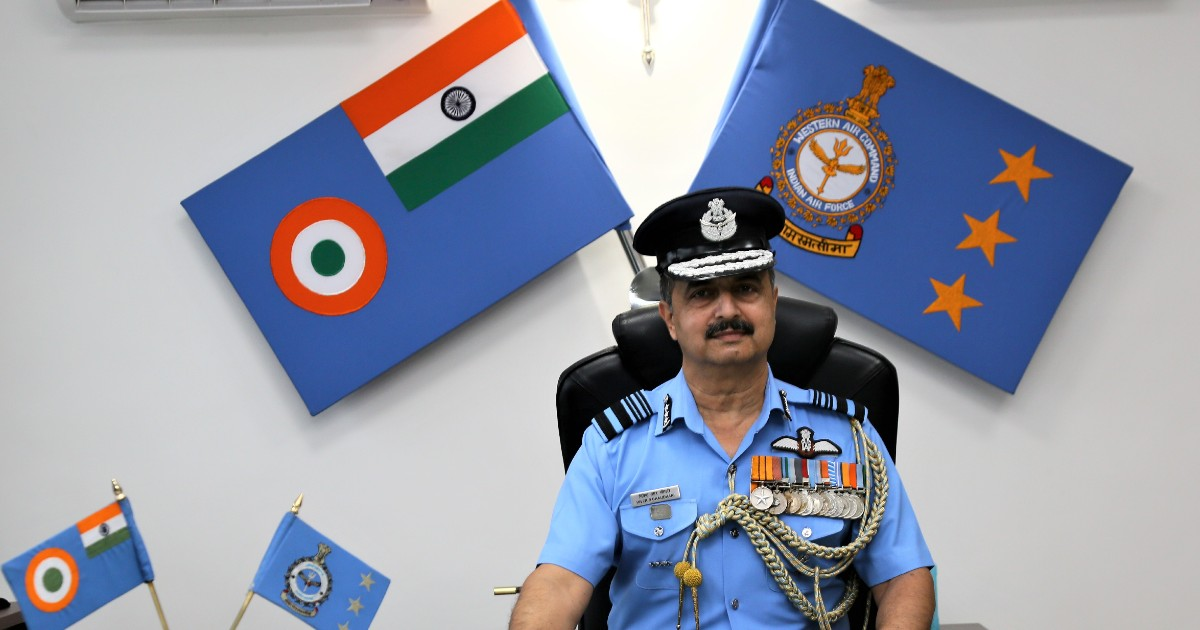 http://www.meranews.in/backend/main_imgs/VRChaudhariAirMarshal_air-marshal-vr-chaudhari-avsm-vm-assumes-command-of-western-air_1.jpg?93?86