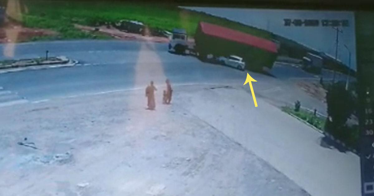 http://www.meranews.in/backend/main_imgs/morbiaccident_gujarat-morbi-accident-between-car-and-trucks-container-cctv_0.jpg?65