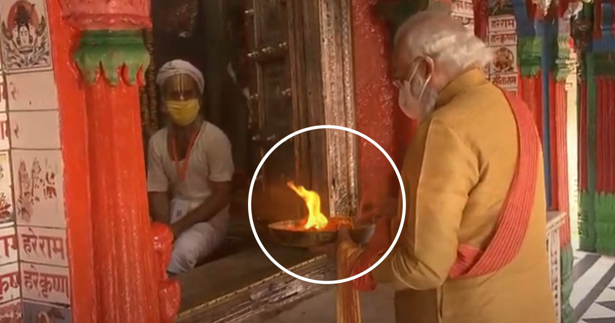http://www.meranews.in/backend/main_imgs/pmmodi_pm-modi-prays-at-hanuman-garhi-temple-at-ayodhya_0.jpg?52