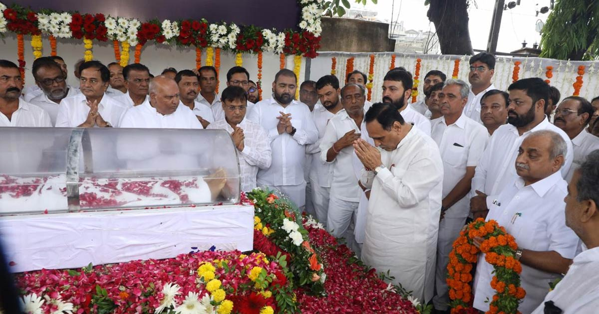 http://www.meranews.in/backend/main_imgs/vivathal-rajkot1_former-porbandar-mp-vitthal-radadia-dies-on-monday_2.jpg?81?20
