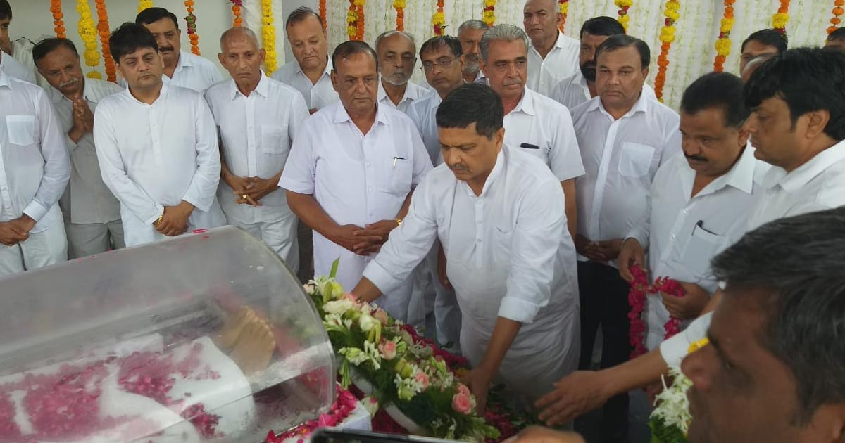http://www.meranews.in/backend/main_imgs/vivathal-rajkot2_former-porbandar-mp-vitthal-radadia-dies-on-monday_0.jpg?32?35